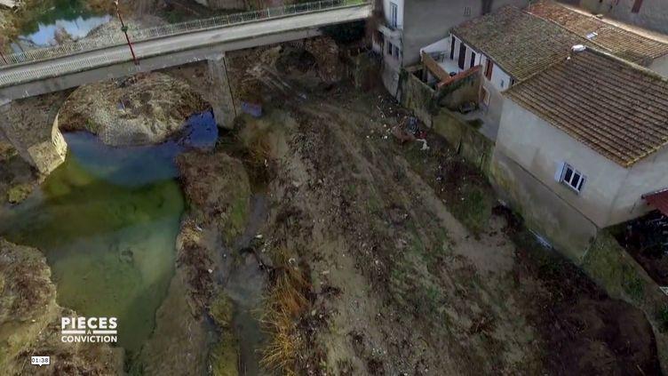 """CAPTURE D'ÉCRAN """"PIÈCES A CONVICTION"""" / FRANCE 3. mars 2019.Inondations dans l'Aude : """"Pendant deux mois, je n'ai pas été capable de regarder les photos du sinistre"""" (CAPTURE D'ÉCRAN """"PIÈCES A CONVICTION"""" / FRANCE 3)"""
