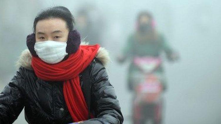 Une rue de Haozhou, dans la province d'Anhui, aucentre de la Chine,le 30 Janvier 2013. (CHINA OUT AFP PHOTO)