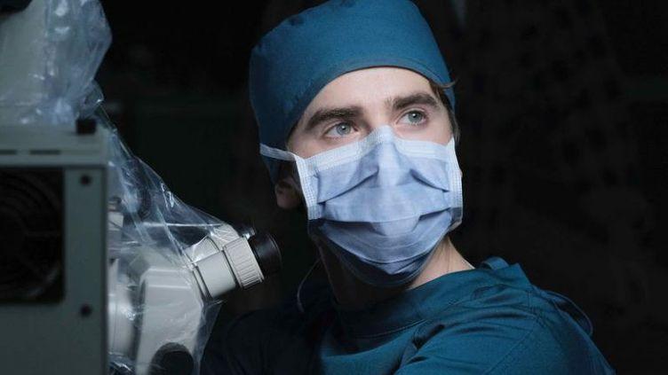 """Le comédien Freddie Highmore dans la série """"The Good Doctor"""". (ABC)"""