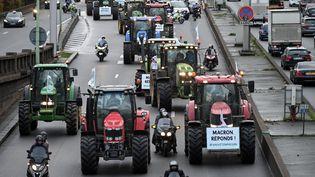 Des agriculteurs manifestent sur le périphérique parisien, le 27 novembre 2019. (DOMINIQUE FAGET / AFP)