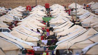 Des réfugiés dans le camp de Al-Hol, en Syrie, le 5 décembre 2016. (DELIL SOULEIMAN / AFP)