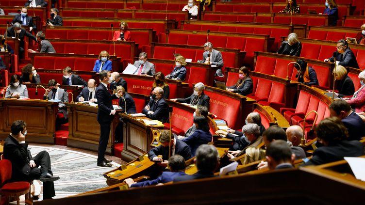 L'hémicycle de l'Assemblée nationale, le 23 mars 2021. (THOMAS SAMSON / AFP)
