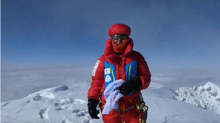 L'alpiniste française Sophie Lavaud au sommet du K2, le 21 juillet 2018. (CAPTURE D'ÉCRAN YOUTUBE)