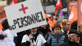 Manifestation des personnels des Ehpad, le 30 janvier 2018, à Quimper (Finistère). (FRED TANNEAU / AFP)