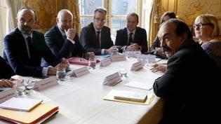 Le Premier ministre, Edouard Philippe, ouvre une réunion sur la réforme des retraites, avec notamment le secrétaire général de la CGT, Philippe Martinez, le 18 décembre 2019 à l'hôtel Matignon, à Paris. (THOMAS SAMSON / AFP)