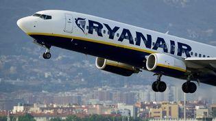 Trois avions de la compagnie aérienne Ryanair ont dû atterrir en urgence en juillet 2012 en Espagne faute de kérosène. (JOSEP LAGO / AFP)