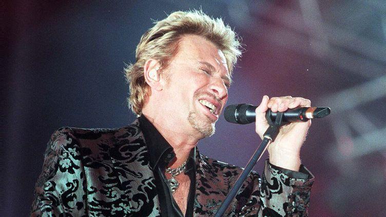 Johnny Hallyday fêtait sur scène à Sceaux ses 57 ans le 15 juin 2000.  (Frédéric Dugit / le Parisien / MaxPPP)