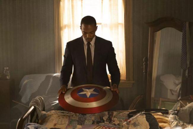Sam Wilson porte l'héritage de Steve Rogers (Captain America) tout en souffrant de son absence. (DISNEY)