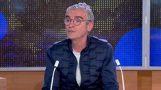 100 ans de la radio : Fabrice Drouelle, une voix incontournable de Radio France (Capture d'écran franceinfo)