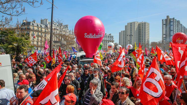 Dans une manifestation contre l'austérité, le 9 avril 2015 à Paris. (CITIZENSIDE / JALLAL SEDDIKI / AFP)
