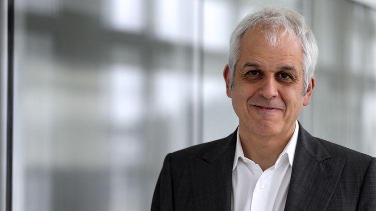 Frédéric Révah, directeur général du Généthon, le 21 novembre 2012, au laboratoire de l'AFM, à Évry, près de Paris. (KENZO TRIBOUILLARD / AFP)