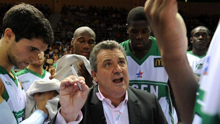 Pascal Donadieu et ses joueurs de la JSF Nanterre (JEAN-FRANCOIS MONIER / AFP)