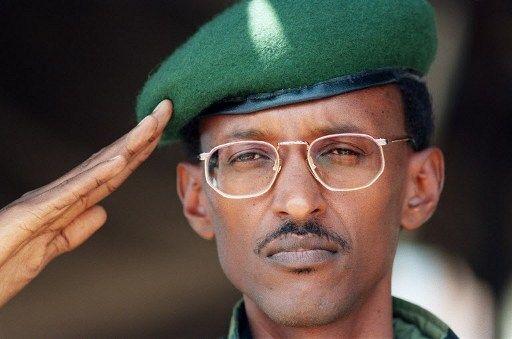 Le20 Juillet 1994 dans la capitale rwandaise.Le leader duFront Patriotique RwandaisPaul Kagamedevient levice-président du pays. (AFP PHOTO / FILES ALEXANDER JOE )