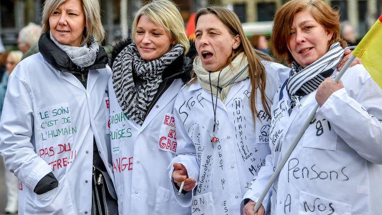 Des aides-soignantes manifestent à Lille (Nord) à l'occasion de la journée d'action nationale dans les Ehpad, le 30 janvier 2018. (PHILIPPE HUGUEN / AFP)