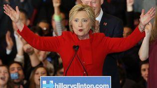 Hillary Clinton, candidate aux primaires démocrates, s'exprime à Des Moines (Etats-Unis), le 1er février 2016. (WIN MCNAMEE / GETTY IMAGES NORTH AMERICA / AFP)