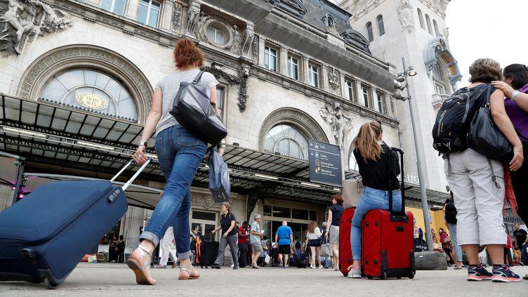 Un jour de départ en vacances gare de Lyon à Paris. Photo d'illustration. (FRANCOIS GUILLOT / AFP)