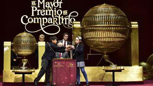 Letirage de la grande loterie de Noël, au Teatro Real de Madrid (Espagne), le 22 décembre 2016 (GERARD JULIEN / AFP)