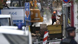 Les recherches le 6 novembre 2018 sur les lieux de trois bâtiments effondrés rue d'Aubagne à Marseille. (AFP)