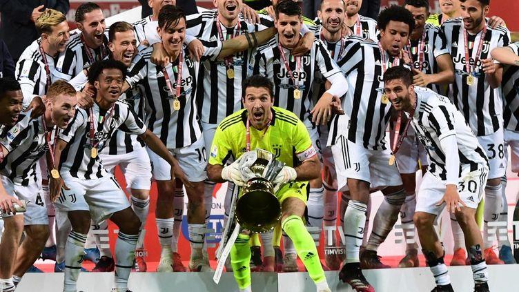 Gianluigi Buffon et la Juventus ont remporté la Coupe d'Italie mercredi 19 mai, contre l'Atalanta Bergame. (MIGUEL MEDINA / AFP)