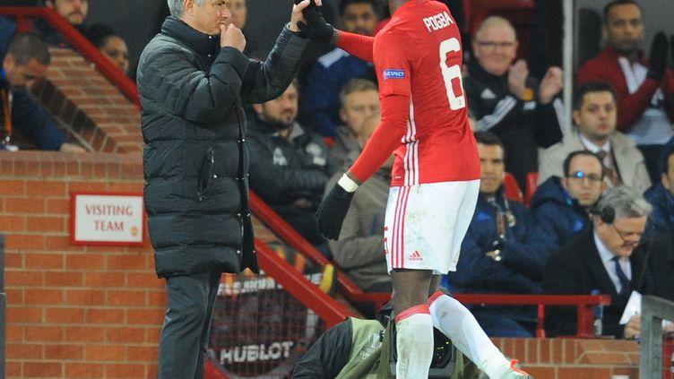 José Mourinho et Paul Pogba  (HOWARD WALKER / ANADOLU AGENCY)