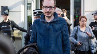 Antoine Deltour quitte la Cour d'appel du Luxembour, le 15 mars 2017. (AURORE BELOT / AFP)
