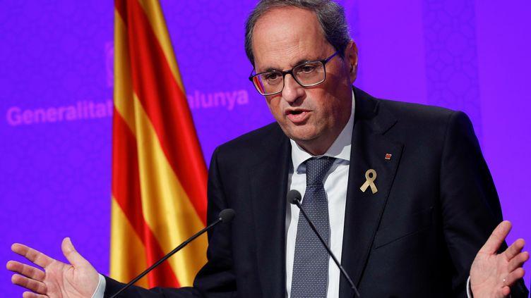 Quim Torra s'exprime lors d'une conférence de presse, le 15 octobre 2019, à Barcelone (Espagne). (ALBERT GEA / REUTERS)