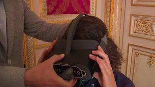 Après le bracelet anti-rapprochement, un casque de réalité virtuelle vient s'ajouter au dispositif pour les conjoints ou ex-conjoints violents. (FRANCE 3)