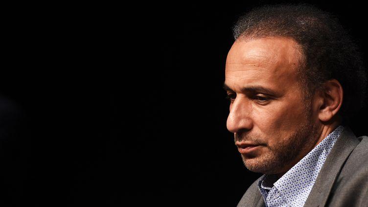 Tariq Ramadan lors d'une conférence de presse à Bordeaux (Gironde), le 18 avril 2018. (MEHDI FEDOUACH / AFP)