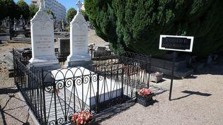 La tombe d'Arthur Rimbaud au cimetière de l'Ouest de Charleville-Mézières (Ardennes) (FRANCOIS NASCIMBENI / AFP)