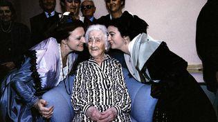Jeanne Calment, photogrpahiée à Arles le 21 février 1989,à l'occasionde son 114eme anniversaire. (JACQUES DEMARTHON / AFP)