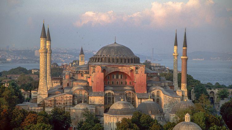 L'ancienne basilique Sainte-Sophie de Constantinople, transformée en musée par le père de la République turque Ataturk en 1935, est l'un des monuments les plus visités d'Istanbul. Photo prise en juin 2019. (JACQUES SIERPINSKI / AURIMAGES VIA AFP)
