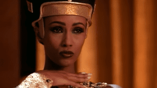 Iman en Nefertiti dans le clip de Michael Jackson, « Remember the time ». YouTube (youTube)