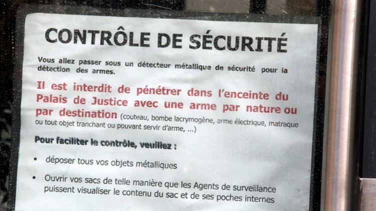 (Les contrôles, comme ici au palais de justice de Thionville, ne sont pas imposés aux avocats © MaxPPP)
