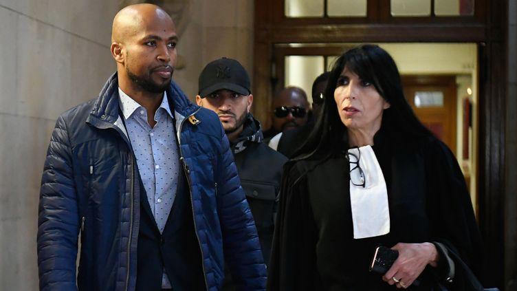 Le rappeur Rohff et son avocate lors de son procès pour violences aggravéesà Paris, le 29 septembre 2017. (LIONEL BONAVENTURE / AFP)