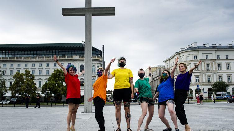 Des militants LGBT+demandent l'égalité des droits à Varsovie, en Pologne, le 26 juin 2020. (PIOTR LAPINSKI / NURPHOTO / AFP)