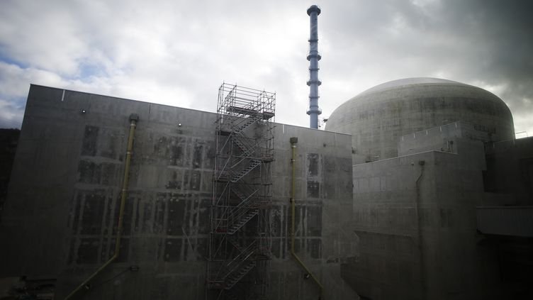 Le réacteur 3 de l'EPR de Flamanville (Manche), en construction, le 2 février 2018. (CHARLY TRIBALLEAU / AFP)