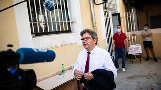 Le dirigeant de La France insoumise Jean-Luc Mélenchon après avoir voté au second tour des municipales à Marseille dimanche 28 juin 2020. (CLEMENT MAHOUDEAU / AFP)