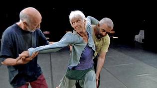 """Le collectif des """"Oufs"""" présente sa nouvelle chorégraphie """"Vous reprendrez bien un peu de danse"""" au théâtre 145 de Grenoble  (France 3 / Culturebox)"""