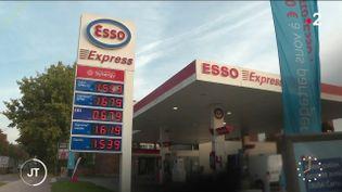 Une station essence. (France 2)