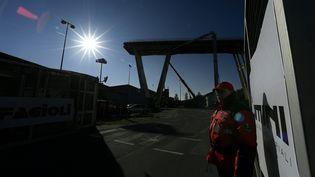 Les travaux de démolition des ruines du pont Morandi sont imminents (15 décembre 2018). (FILIPPO MONTEFORTE / AFP)