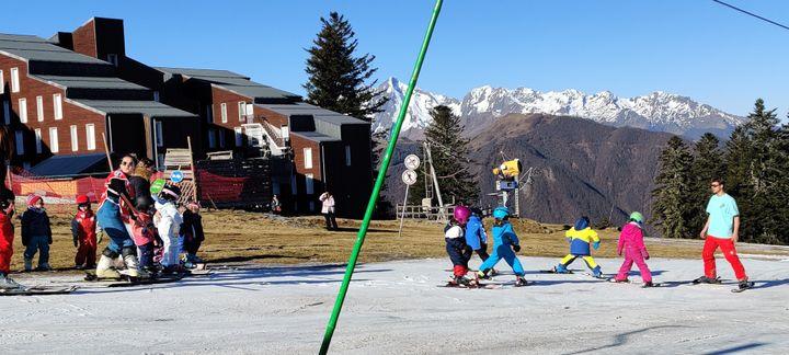 A Guzet, une piste de ski est dédiée au enfants. (STEPHANE IGLESIS / RADIO FRANCE)