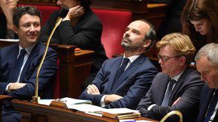 Le porte-parole du gouvernement, Benjamin Griveaux, et le Premier ministre, Edouard Philippe, à l'Assemblée nationale, le 27 novembre 2018. (CHRISTOPHE ARCHAMBAULT / AFP)