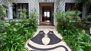Mosaïque de Jean Cocteau sur le seuil de la villa  (tous droits réservés)