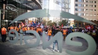 L'intersyndicale de Suez manifeste devant les locaux d'Engie, à Courbevoie (Hauts-de-Seine), le 22 septembre 2020, pour s'opposer au projet de vente à Véolia des parts d'Engie dans Suez. (ROMUALD MEIGNEUX / SIPA)