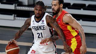 Andrew Albicy et ses coéquipiers se sont qualifiés pour l'Eurobasket 2022 (SAVO PRELEVIC / AFP)