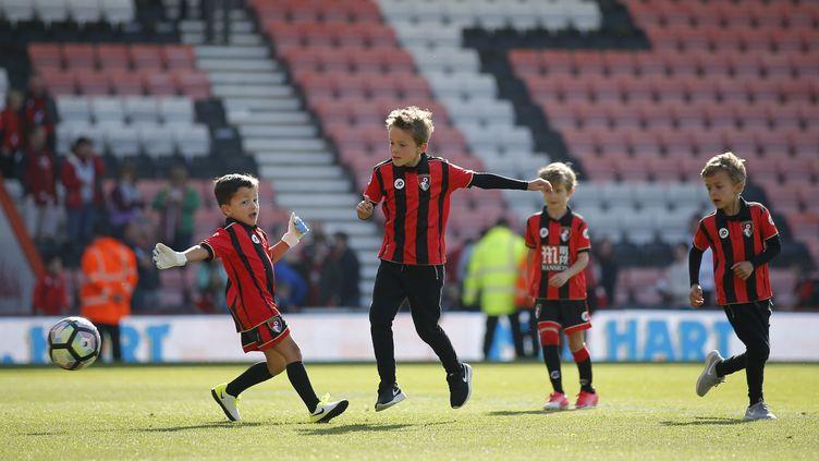 Des enfants du club anglais de Bournemouth au Vitality Stadium, le 13 mai 2017. (REUTERS  STAFF / REUTERS)