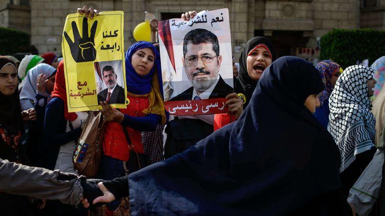 Des partisanes du président déchu Mohamed Morsi participent à une manifestation de soutien, le 3 novembre 2013 au Caire (Egypte). (EMAN HELAL/AP/SIPA / AP)