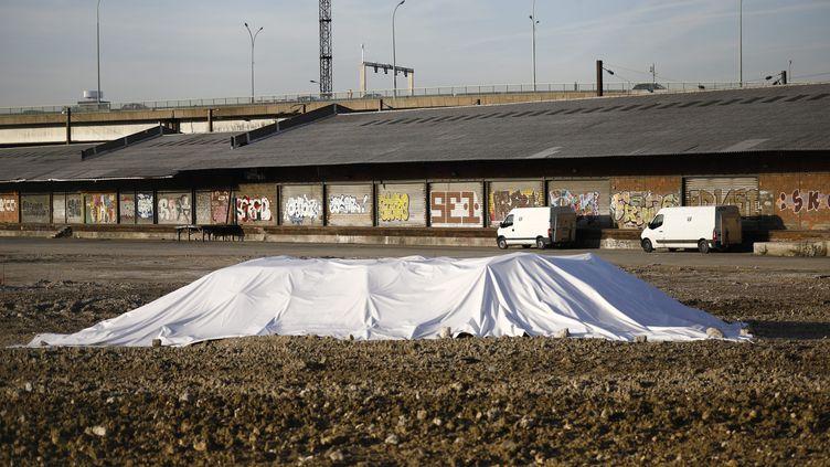 Un obus de la Seconde Guerre mondiale a été retrouvé, en février 2019, lors d'un chantier, porte de la Chapelle, à Paris. (MAXPPP)