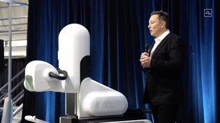 Elon Musk, co-créateur d'OpenAI, le 28 août 2020, ici lors de la présentation d'un autre projet, celui du robot chirurgicalNeuralink. (AFP / NEURALINK)