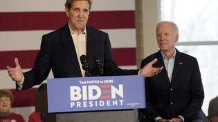 L'ancien candidat à la Maison Blanche John Kerry lors d'un meeting en faveur de Joe Biden, le 6 décembre 2019, dans l'Iowa (Etats-Unis). (WIN MCNAMEE / GETTY IMAGES NORTH AMERICA / AFP)